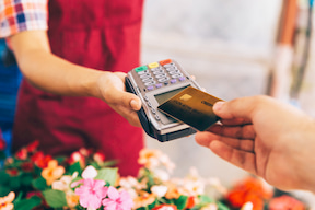 Considering Going Cashless? Here Are the 5 Things You Need to Know